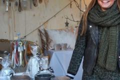 Laura in de stand van Laura Divera